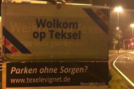 """Texelse boeren plaatsen Fries bord: """"Wolkom op Teksel"""""""