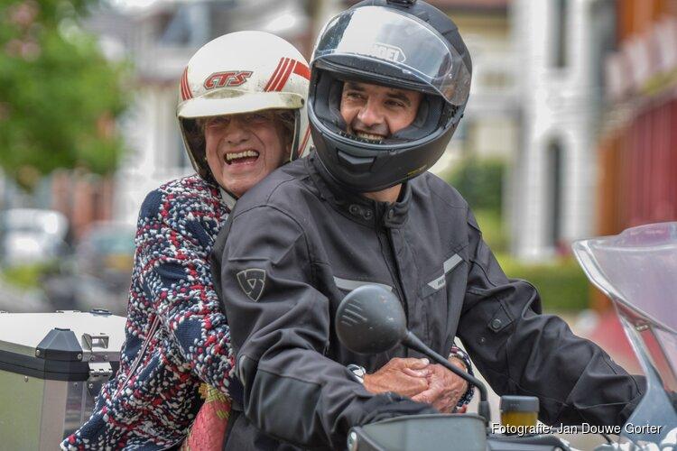 Afsluitende motorrit voor culturele soap Keek op de week
