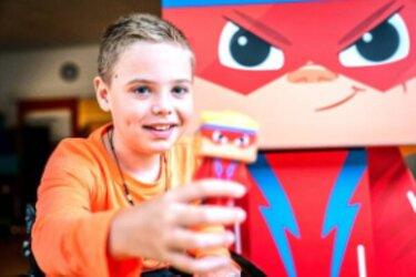 Negenjarige Ties uit Sneek ontvangt zijn eigen actiefiguur